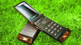 Под заряжаем мобильный аккумулятор от солнца