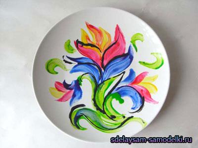 Роспись красками на тарелке